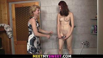 bathroom motwani wwwdesibbrgcom hansika geethu leaked video Indian kising scandal2015