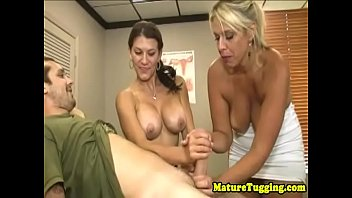 mature 50 german Cmera escondida rabudas na cabine do clube